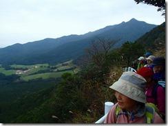 03眼下に鳴之尾牧場が見えます。後は横岳平岳方面