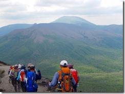 13韓国岳を望んで下山