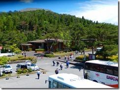 1ミヤマキリシマ見学の観光客が多い霧島神宮駐車用