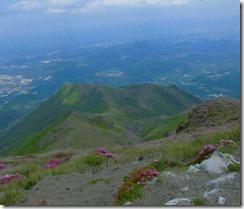 12山頂から矢岳と龍王山が見える