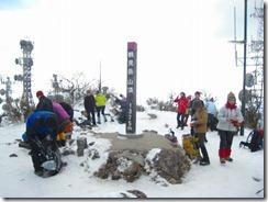 05鶴見山頂で登山準備
