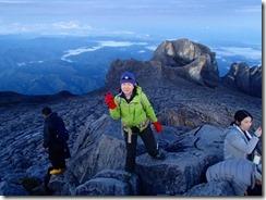 26山頂到着、日の出を待ちます