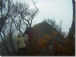 13危険な岩場からマロン岩峰ですが、強風のため中止、撤退です