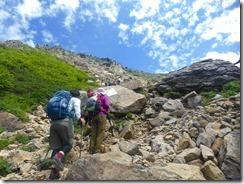 2-10岩だらけの登山道
