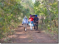 2-31ポッパ国立公園内をトレッキングに出発