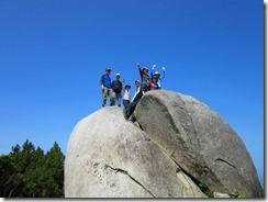 10 十坊山山頂の大岩、抜群の眺め