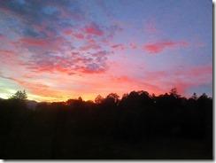 02宿からの朝焼け 午前中は晴れだが・・・