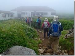 8 仏生小屋 ここは山頂までのほぼ中間点 トイレあり