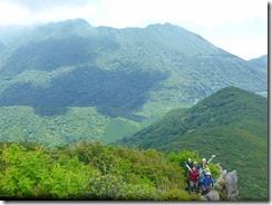 25普賢岳、国見岳、妙見岳をバックにメンバー