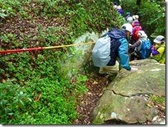 09尾根分岐から旗竿石の間に岩が滑るところ有