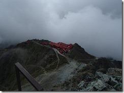 2-17山頂より槍ケ岳山荘を見下ろす