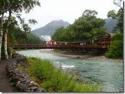 5-05河童橋、雨で少ないです