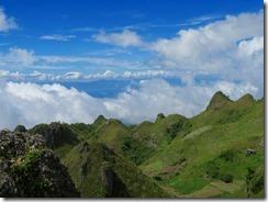 25山頂から見る周囲の山容