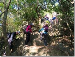 34本峰への岩場の上りIMG_2504