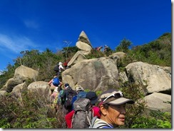 28岩稜帯が続きますIMG_2459