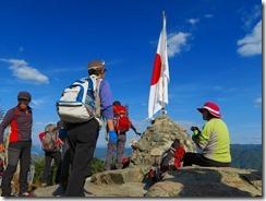 36右田ガ岳本峰、国旗が掲揚されていますIMG_2506