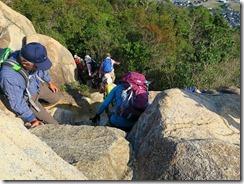 40岩場は慎重に下山しますIMG_2535