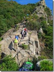 29右田ガ岳西峰前衛の岩峰上りIMG_2478