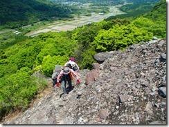 06すぐに岩峰歩きです