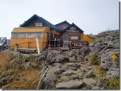 5-09蓼科山荘、山頂入口ですP9152928