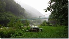 4-06吊橋を渡り、広河原バス停へ向かいました
