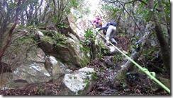 3-19山頂直下には岩場がありフィックスしました