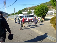 25三和中学校、下山口に無事に到着です