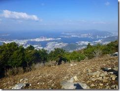 08鶴の港、長崎港が良く見えます。左手は香焼造船所
