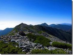 3-10目指す常念岳への縦走路