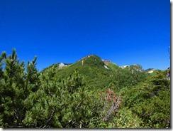2-09今から登る燕山荘が見えてきた