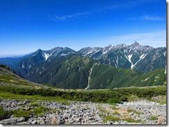 3-12槍ケ岳を右手に見ながら縦走路を歩きます
