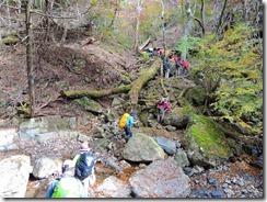 2-30要山への支沢を登ります