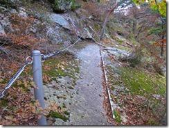 2-13岩場危険地帯、ステップがありがたいですね