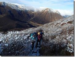 2-02段原への急登を上がります、後は坊ケつる、三俣山など