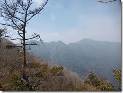 06主峰、祖母山が見えています