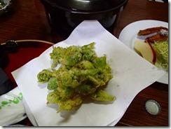 32この時期のフキノトウの天ぷら