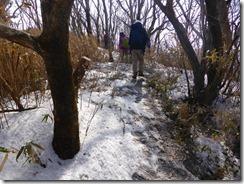 22積雪の中を親父山へ向かいます