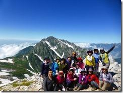 2-17別山東峰にて登頂写真、バックは剱岳