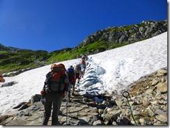 2-05雪渓を通過