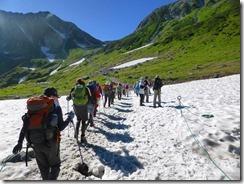 2-04 3回ほど雪渓を通過します