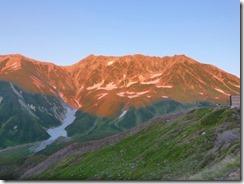 1-04雷鳥荘から夕焼けの立山連峰、右山頂は雄山
