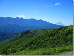 2-02八ケ岳連峰の向こうに富士山