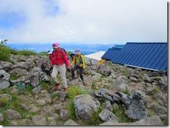 2-09山頂は少し先です。岩場をIMG_1082