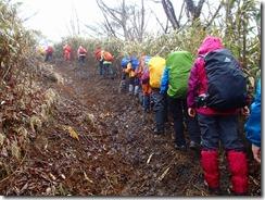 03雨で登山道がぬかるんでいます