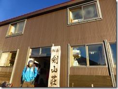 07剣山荘前通過