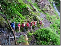 2-04滝付近の落石危険地帯