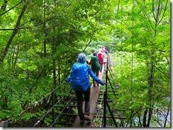 2-05奥西河内の吊橋を渡ります