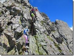 4-23槍ケ岳の下り、ハシゴが登り下り専用になったので助かります