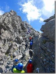 4-17山頂手前の岩壁を登ります
