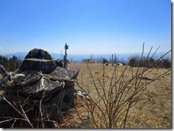 16広い八方ガ岳山頂到着